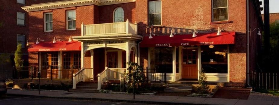 sylvesters-restaurant-4f58c4c646d09d21380000c6